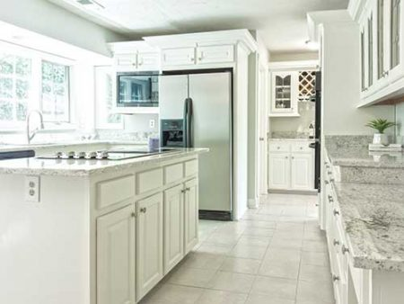 Pros and Cons of White and Dark Cabinets